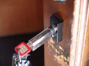 Den Zylinder kann man einfach herausziehen und hineinschieben. (BIldrechte: FRAGDENSTEIN.DE/ Stein)