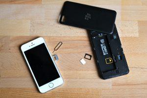 Gibt es Adapter von Nano SIM auf Micro SIM? (Bildrechte: FRAGDENSTEIN.DE/ Stein)