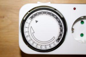 Der Ring der Zeitschaltuhr wird durch einen kleinen Motor angetrieben. (Bildrechte: FRAGDENSTEIN.DE/ Stein)