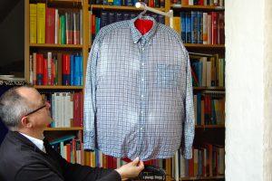 """Wer ein Hemd bügeln muss, der braucht dafür Zeit und Geschick. Ich habe die Bügelhilfe """"Mashati"""" getestet - mit erstaunlichen Ergebnissen. (Bildrechte: FRAGDENSTEIN.DE/ Stein)"""