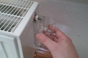 Die Heizung gluckert und wird nicht richtig warm? Dann heißt es: Heizung entlüften. Dabei ist auch die Reihenfolge der Heizkörper wichtig. (Bildrechte: FRAGDENSTEIN.DE/ Stein)