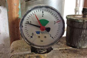 Der Heizkörper wird nicht gleichmäßig warm? Hier erfahren Sie, wie man Wasser in der Heizung nachfüllen kann. (Bildrechte: FRAGDENSTEIN.DE/ Stein)