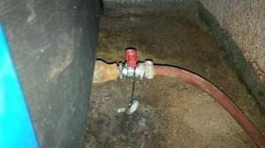Das Sperrventil verhindert, dass Wasser aus der Heizungsanlage zurück in die Leitung läuft. (Bildrechte: FRAGDENSTEIN.DE/ Stein)