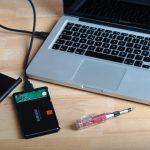 1. Die SSD wird ins Leergehäuse eingesetzt, per USB ans Notebook angeschlossen und vorbereitet (formatieren, bootfähig machen, Dateien übertragen).