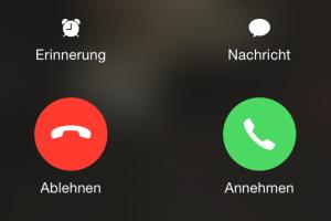 Das iPhone klingelt, Mac und iPad schlagen außerdem Alarm. Wr das nicht will, der kann die iPhone-Anrufe an Mac und iPad ausschalten. (Bildrechte: FRAGDENSTEIN.DE/ Stein)
