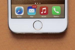 Manchmal scheint die Hometaste beim iPhone nicht mehr präzise zu reagieren. Oft kann man die iPhone Hometaste neu kalibrieren und so den Fehler beheben. (Bildrechte: FRAGDENSTEIN.DE/ Stein)