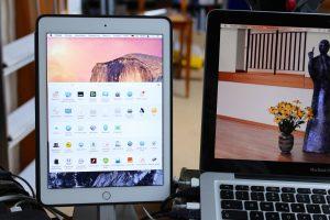 Wer ein Tablet von Apple besitzt, kann dieses iPad als zweiten Bildschirm nutzen. Dafür sind lediglich eine App fürs iPad und ein Programm fürs Notebook oder den Desktop-Rechner nötig. (Bildrechte: FRAGDENSTEIN.DE/ Stein)