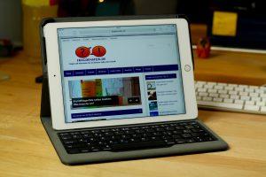 Seit iOS 9.0 macht das Schreiben auf dem iPad mit einer Hardware-Tastatur gleich doppelt so viel Spaß: Apple hat sich nämlich praktische Tastatur-Shortcuts fürs iPad ausgedacht, die die Bedienung um einiges flüssiger machen. (Bildrechte: FRAGDENSTEIN.DE/ Stein)