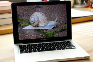 Wenn ein Mac langsam wird, dann kann das viele Gründe haben. Aber: Denen kann man auf den Grund gehen. (Bildrechte: FRAGDENSTEIN.DE/ Stein)