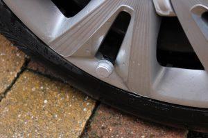 Auch bei älteren Fahrzeugen lässt sich im Handumdrehen ein Reifendruck-Kontrollsystem nachträglich einbauen. (Bildrechte: FRAGDENSTEIN.DE/ Stein)