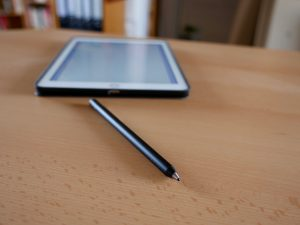 Digitaler Stift fürs iPad oder Smartphone: Adonit Jot Dash (Bildrechte: FRAGDENSTEIN.DE/ Stein)