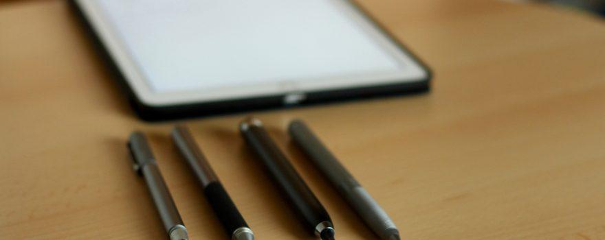 Wer mal eben eine kurze Notiz oder eine kleine Skizze auf seinem iPad, Android-Tablet oder Smartphone machen will, der macht das am besten mit einem Stift. (Bildrechte: FRAGDENSTEIN.DE/ Stein)