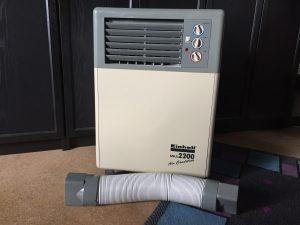 Manche Klimageräte können die Luft mit Hilfe von motorisch bewegten Lamellen im Raum verteilen. (BIldrechte: FRAGDENSTEIN.DE/ Stein)