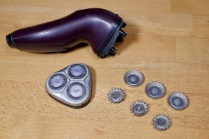 Wie kann ich bei einem Philips Elektrorasierer die Scherköpfe wechseln? (Bildrechte: FRAGDENSTEIN.DE/ Stein)