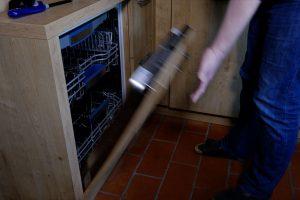 Spülmaschinen-Tür fällt nach unten - wie kann ich das reparieren? (Bildrechte: FRAGDENSTEIN.DE/ Stein)