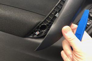 Innenraum-Verkleidung lösen: Welches Werkzeug brauche ich? (Bildrechte: FRAGDENSTEIN.DE/ Stein)