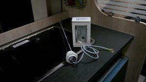 Das neue System besteht aus einer Tanksonde und einer Anzeigetafel (Bildrechte: FRAGDENSTEIN.DE/ Stein)