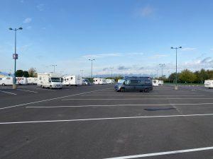 Wer mit dem Wohnmobil ins Disneyland Paris fährt, parkt auf dem Haupt-Parkplatz. (Bildrechte: FRAGDENSTEIN.DE/ Stein)