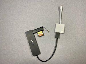 USB-Geräte am iPhone: Mit einem USB-Hub und dem Apple-Adapter ist man am flexibelsten. (Bildrechte: FRAGDENSTEIN.DE/ Stein)